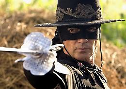 Zorro compie 100 anni: tra fumetti, film, libri e show