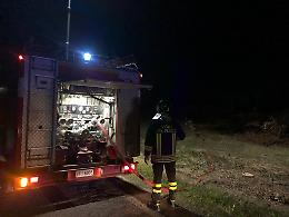 FOTO Piromane, nuovo incendio doloso a Scandolara Ravara