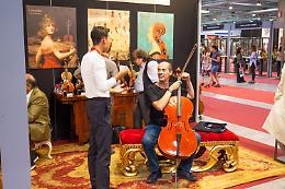 Sax gigante, Ezio Bosso e i violini dell'olocausto