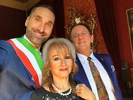 Zagni celebra il matrimonio di Burgazzi con Ioana