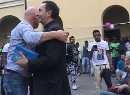 Il saluto a don Pezzetti, prete degli ultimi