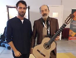 La chitarra di seta e resina, exploit del designer Alessandrini