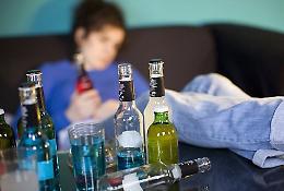 Quattordicenne beve e si ubriaca, in ospedale subito dimessa