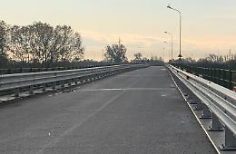 Monticelli, ponte per Isola Serafini più sicuro: pista pedonale e barriere
