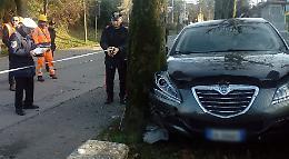 Con l'auto contro recinzione e pianta, non ce l'ha fatta il 66enne di Crema