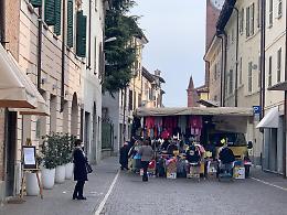 Coronavirus, a Soncino mercato regolare senza assembramenti