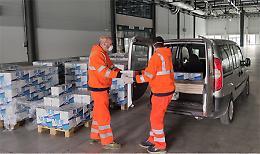 Coronavirus: CremonaFiere distribuisce latte a chi ha bisogno