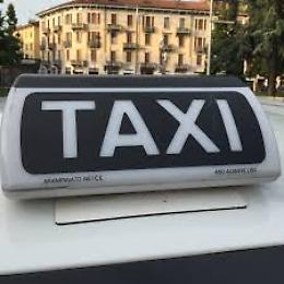 Coronavirus, le consegne viaggiano in taxi