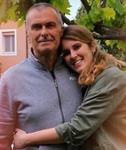 Coronavirus, l'abbraccio con la figlia dopo 2 mesi: così Angelo ha vinto la sua battaglia