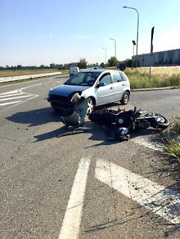 Scontro tra auto e moto, 47enne di Monticelli in ospedale