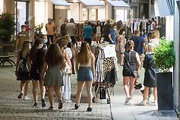 Giovedì d'estate e shopping serale con musica