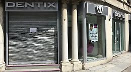 La clinica Dentix è ancora chiusa, clienti beffati: 150 diffide
