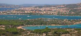 Famiglia cremasca bloccata nel resort in Sardegna: «Come prigionieri»