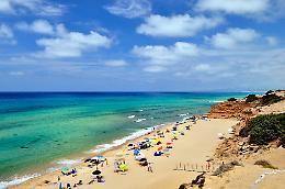 In vacanza in Sardegna, 63enne rischia di annegare