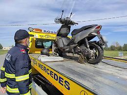 Perde il controllo del motorino, caduta fatale per un 52enne