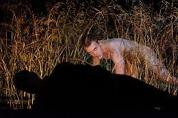 """Nel buio della notte  la corsa dell'homo erectus di Dimitris Papaioannou """"Ink"""" ovvero danza il divenire della creazione"""