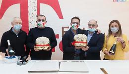 A Cremona anticipo di festa con debutto panettone al torrone