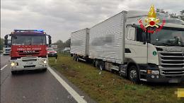 Malore fatale in A21, muore un camionista 46enne