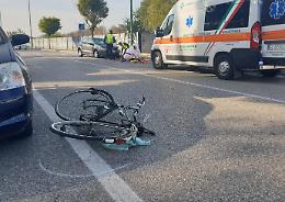 Ciclista investito da auto, trasportato all'ospedale Maggiore