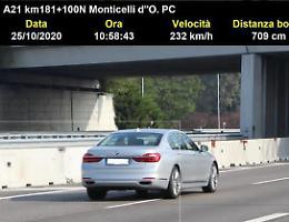 Sfreccia sull'A21 ai 232 orari, maxi multa e patente ritirata