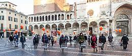 Le sedie vuote in piazza, il flash mob contro la violenza sulle donne