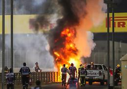 F1, in Bahrain partenza shock: l'auto di Grosjean in fiamme