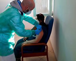 Covid: vaccinate oltre 45 mila persone in Italia