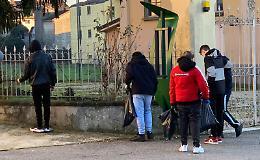 San Nazzaro, una mamma e sei adolescenti ripuliscono il paese