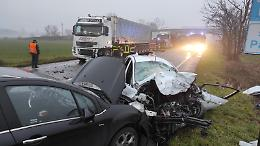 Schianto tra auto e camion, grave automobilista 26enne