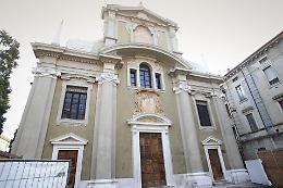 FOTO Chiesa di San Vincenzo,  stucchi e facciata risplendono