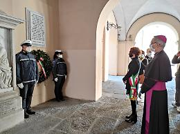 Corona depositata al Famedio da vescovo e sindaco
