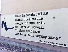 Una poesia dipinta sul muro contro i vandali