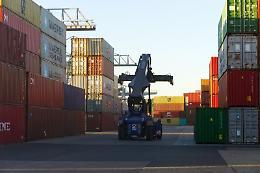 Commercio estero, ad aprile surplus di 5,8 miliardi