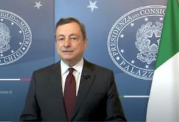Covid, Draghi firma decreto su green pass