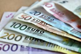Sondaggi, spese e paura di indebitarsi opprimono gli italiani