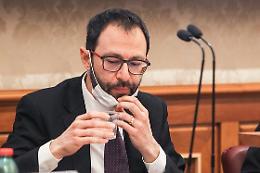 """Incendi, Patuanelli """"Governo valuta task force per Sud Italia"""""""