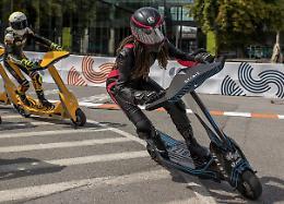 Presentato nuovo monopattino Helbiz per campionato del mondo eSkootr