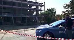 VIDEO Cadavere trovato in un cantiere, la polizia sul luogo del ritrovamento del corpo
