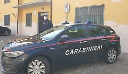 Marito cacciato di casa, dai carabinieri cibo e denaro