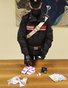 Arrestato spacciatore 60enne, in auto oltre 11 grammi di cocaina