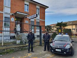Non lo trovano in casa durante i controlli, arrestato 52enne