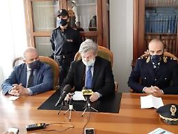 Il procuratore: il reo confesso ha inscenato un'aggressione