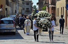 Palloncini bianchi e la maglia di Dybala per l'addio a 'Berta'