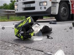 Le immagini del terribile scontro tra auto e moto