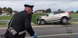 Schianto fatale, due motociclisti morti nello scontro con un'auto