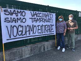 Sit-in davanti a Cremona Solidale