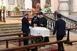 Casalmaggiore, arrivata in Duomo la bara di Daniele