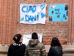 Lo strazio di parenti e amici al funerale di Daniele Tanzi