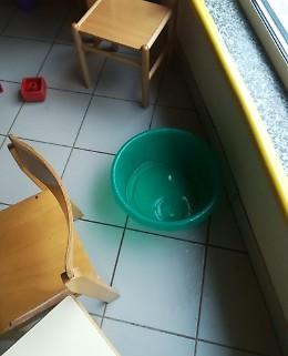 «Continua a piovere in aula alla materna dei Sabbioni»