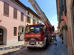 Cede parte del tetto, intervento dei vigili del fuoco